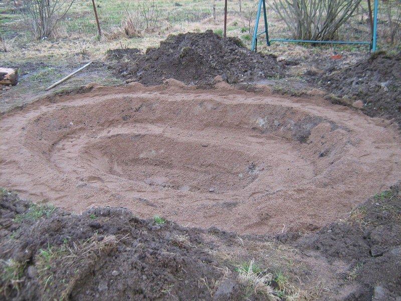 Выкапываем яму для фонтана