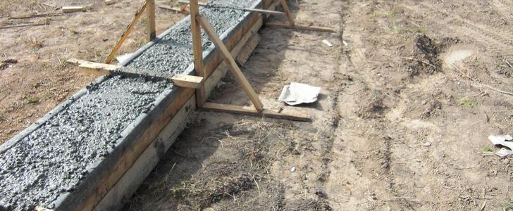 Залейте опалубку бетонным раствором