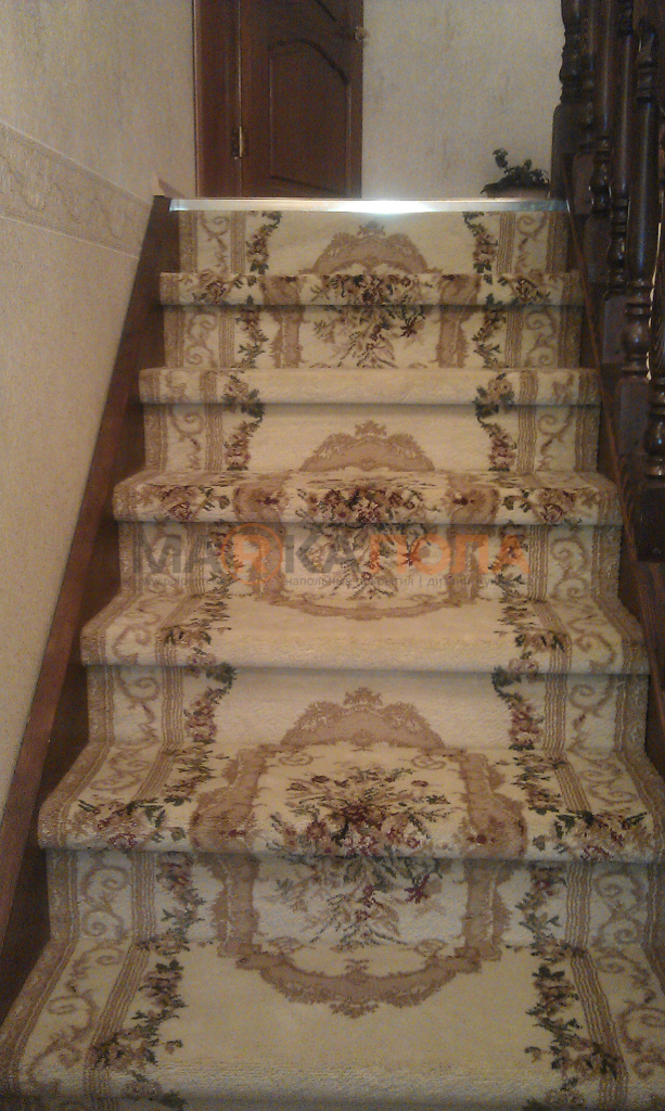 Ковровая дорожка на лестнице