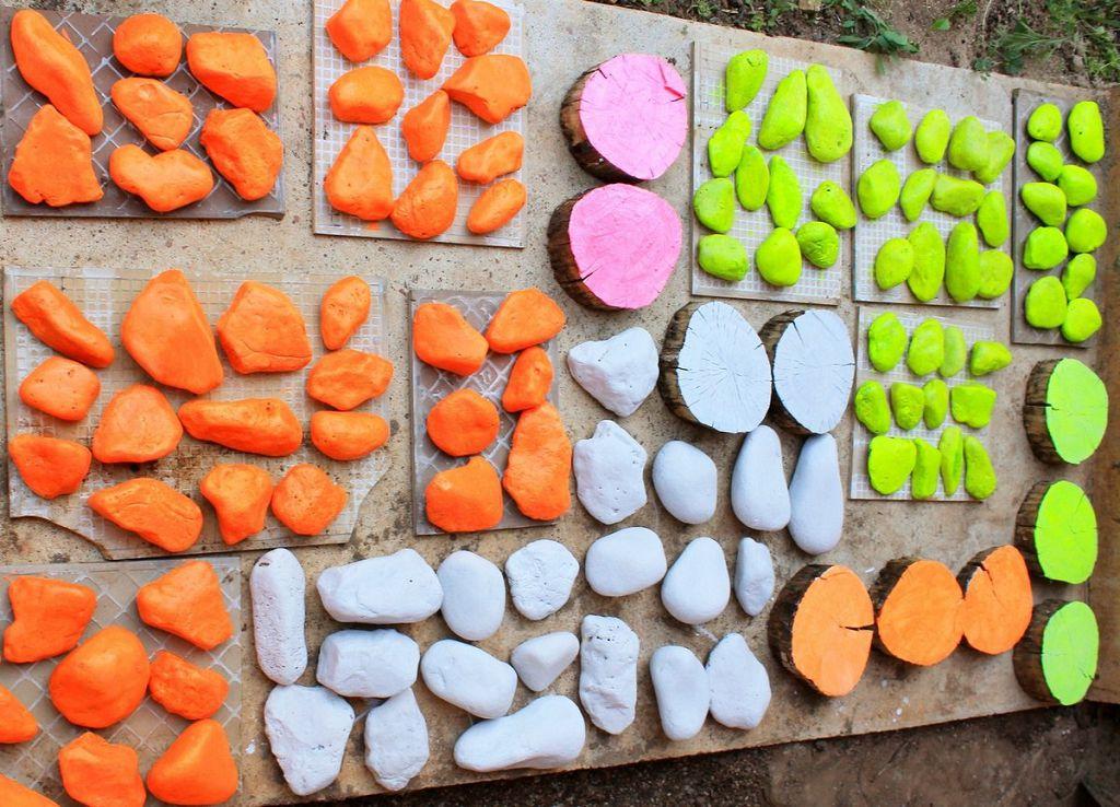 Красим камни в любимые цвета