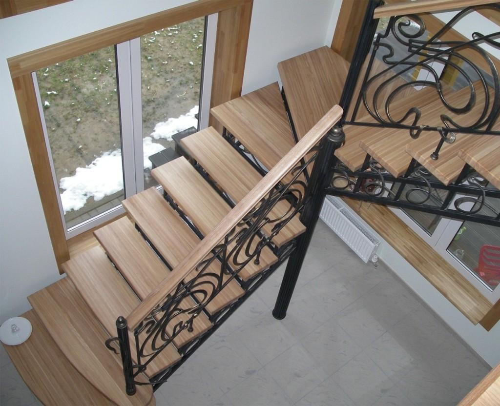 Металлические лестницы с деревянными ступеньками