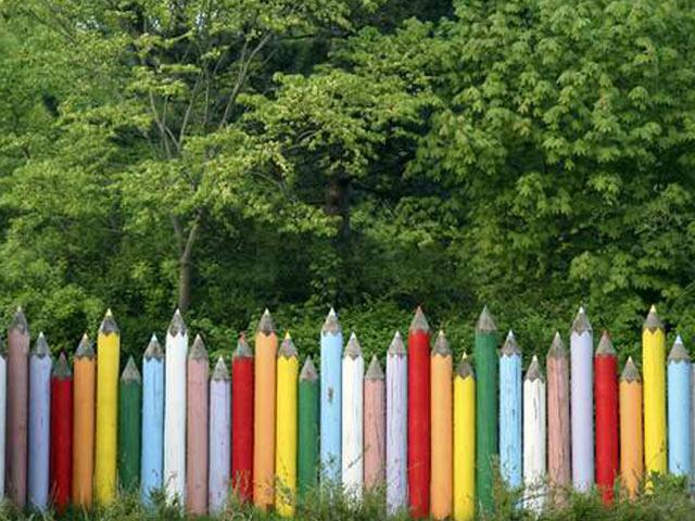 Окрашеный деревянный забор