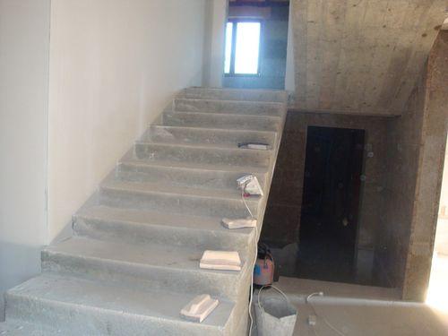 Опалубка демонтирована, лестница отшлифована