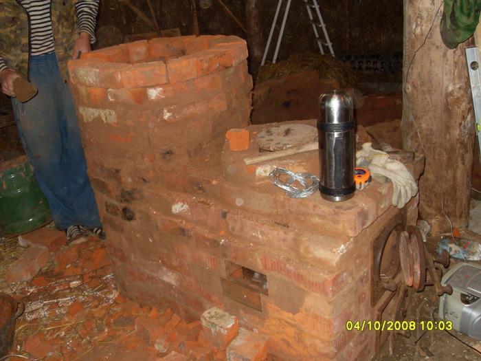 Печь-лежанка, построенная по принципу печи-ракеты, кладка