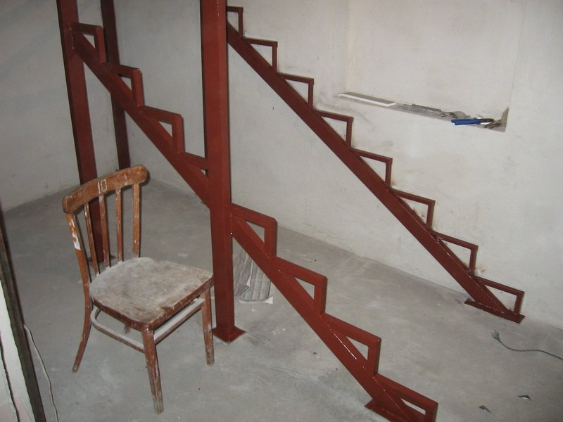 Сборка лестницы из металла