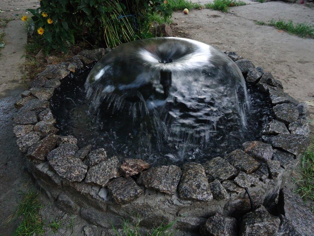Фонтан с водоемом из старой покрышки