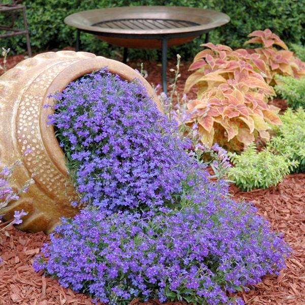 Цветочный «ручей» из глиняного горшка