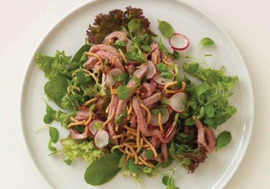 Салат с листьями имбиря