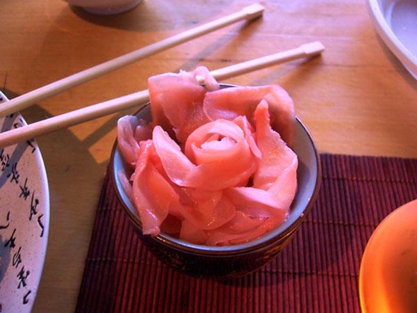 маринованный имбирь подаётся к суши