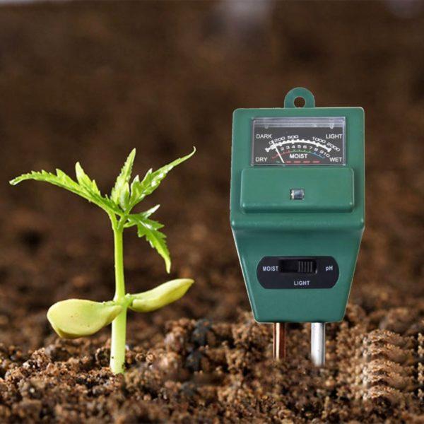 Прибор для измерения pH почвы.