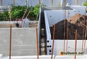 Монолитное строительство дома с применением утепленной несъемной опалубки