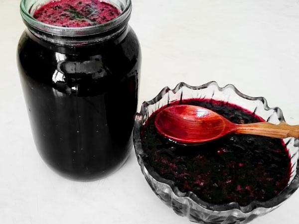 На основе ягод готовят вино, варенье