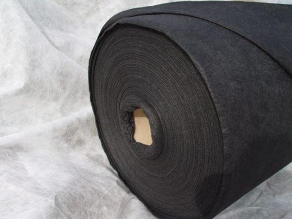Лутрасил — подходящий материал для зимнего укрытия растения