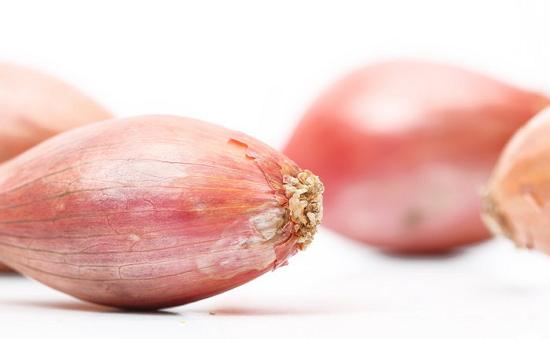 Луковицы лука Шалотт, вне зависимости от сорта, можно употреблять в пищу