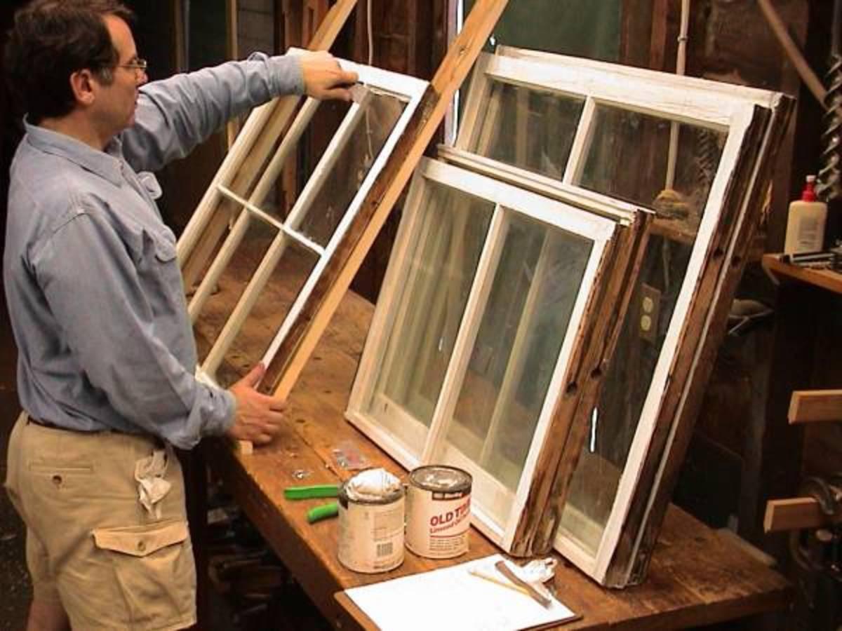 Даже если оконные рамы, которые вы собираетесь использовать, в хорошем состоянии, перед возведением теплицы их всё равно придётся подготовить