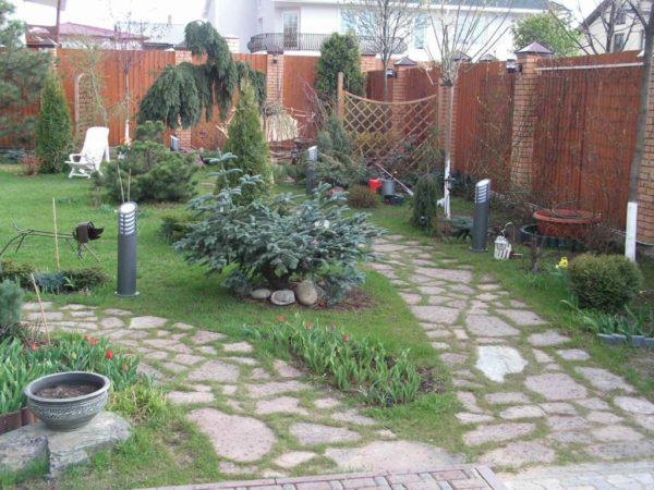 Садовые дорожки не только красивы, но и функциональны, ведь по ним будут ходить люди