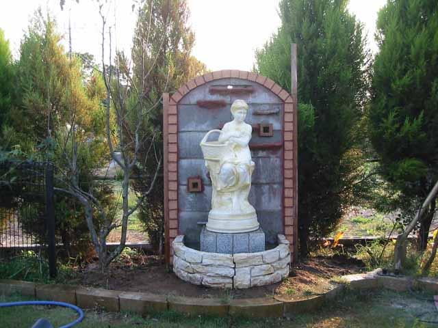 декоративный фонтан на даче