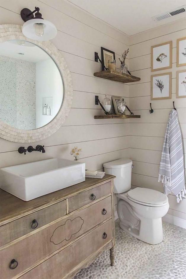 Кантри-элементы декора в ванной